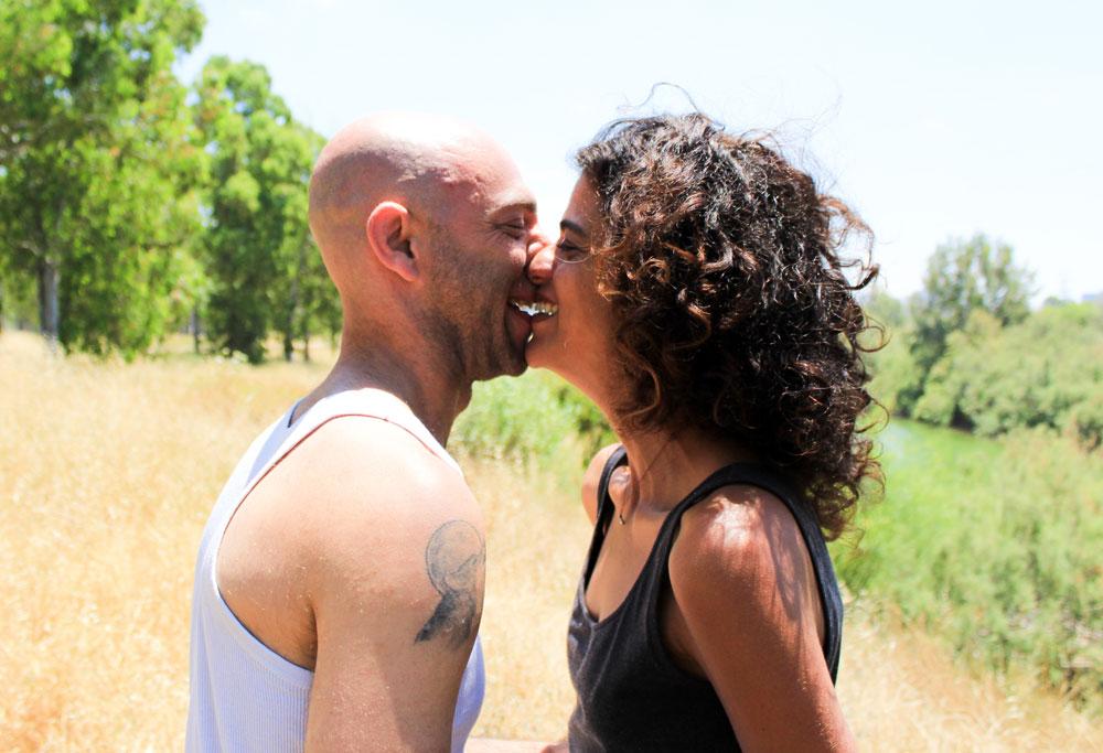 """כל זוג מקבל חצי שעה. מתוך פרוייקט """"נשיקה ראשונה"""" (צילום: ג'ני ביק)"""