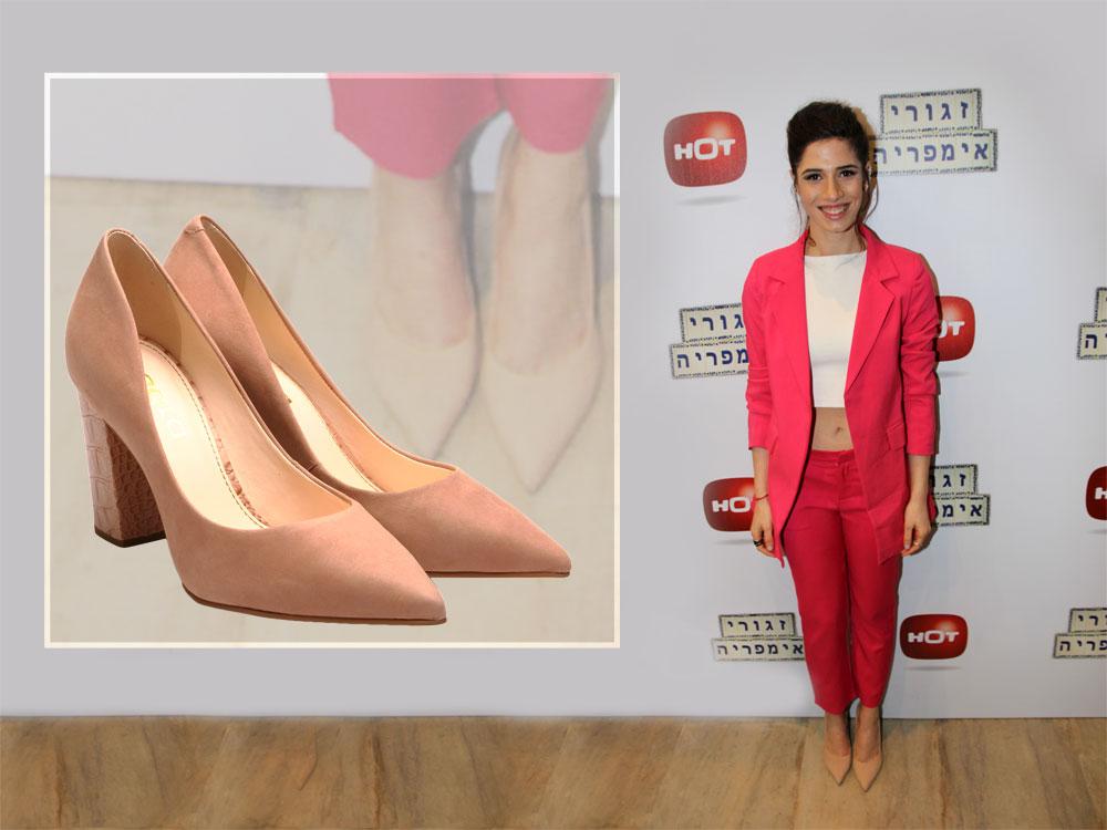 הזגורית ההורסת חן אמסלם משלימה את חליפת השוקינג–פינק שלה עם נעלי ניוד רגועות של shoez (מחיר: 690 שקל) (צילום: אור גפן, יוסי מור)