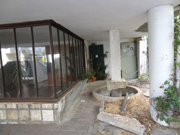 מזרקה ברחוב יהודה הלוי 100 (צילום: דקל גודוביץ)