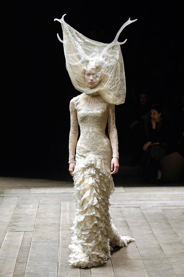 """שאל מהחיות את """"הלבוש"""" שהעניק להן הטבע, כדי לפתות את בני האדם (באדיבות Victoria and Albert Museum, London )"""