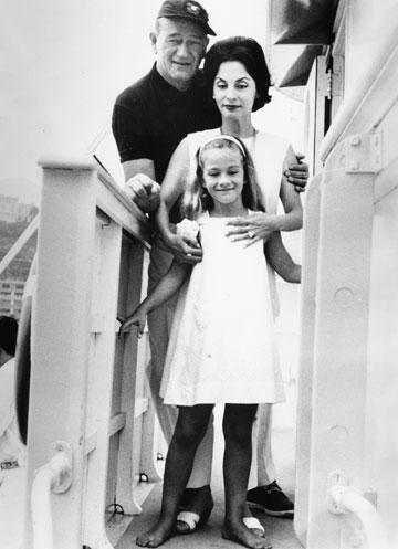 ג'ון ווין ואשתו השלישית פילאר (צילום: gettyimages)