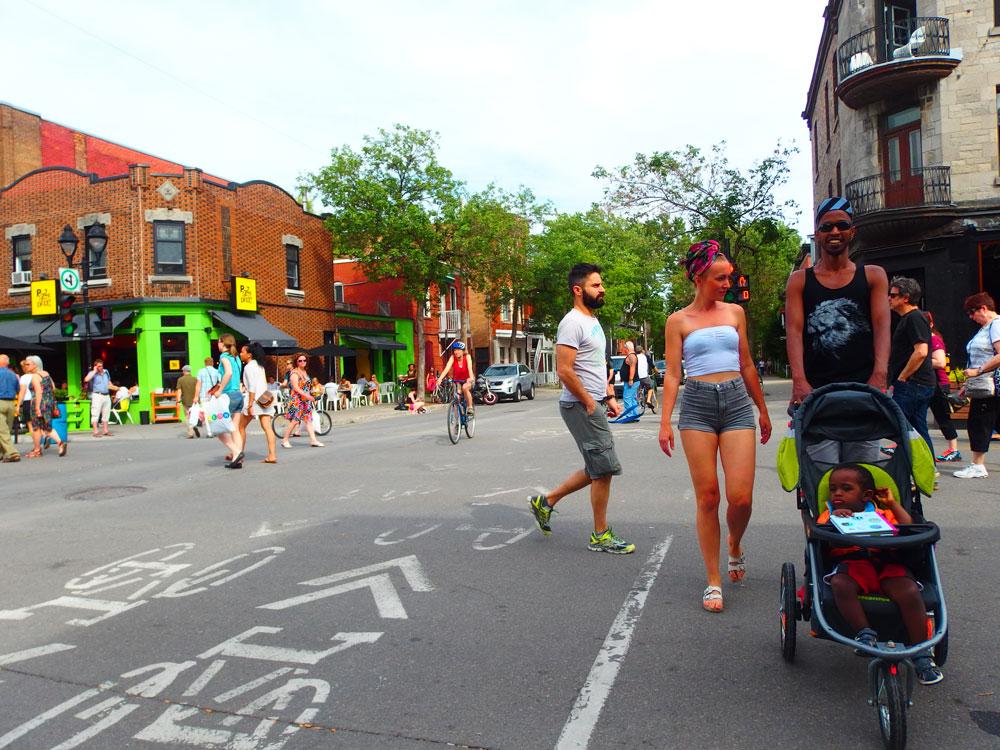 קיץ במונטריאול. ברחובות ניתן לראות תנועה מכל הסוגים (צילום: צבי לוי)