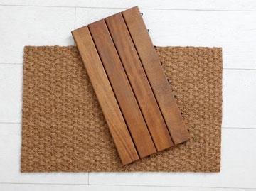 """שטיחון """"סיזל"""" ומדרך עץ (צילום: עדי גלעד)"""