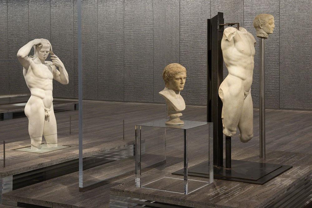 """אין במוזיאון אופנה - רק אמנות. """"אנחנו לא רוצים לזהם את המבנה"""", הסביר מנכ""""ל התאגיד (צילום: Attilio Maranzano)"""