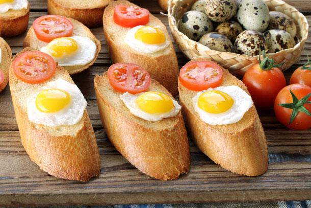 בגטים עם ביצי שליו (צילום: אסנת לסטר )
