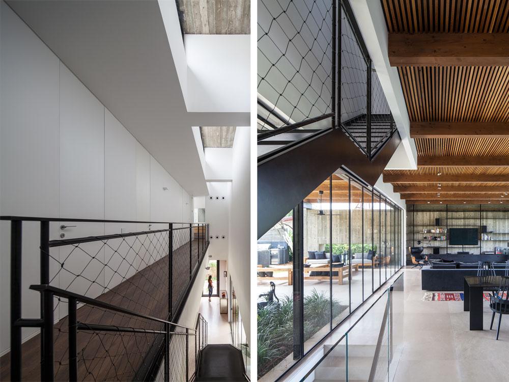 מדרגות ברזל מובילות לקומת חדרי השינה (המסדרון החוצה אותה כגשר נראה בתמונה משמאל). הקיר האטום הפונה לחצר הקדמית מרכך את אור השמש החודר מלמעלה (צילום: עמית גרון)