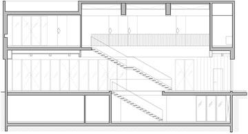 חתך הבית נטול העמודים הפנימיים, שבו ניתן לראות הקורות התומכות בגג (תכנית: ורד בלטמן כהן)