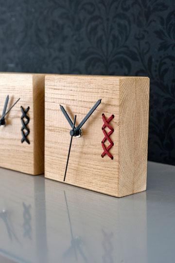 שילוב של עץ וחוט בשעונים של סטודיו connections, המצטרפות הטריות ל''מדפים'' (צילום: גלית דויטש)