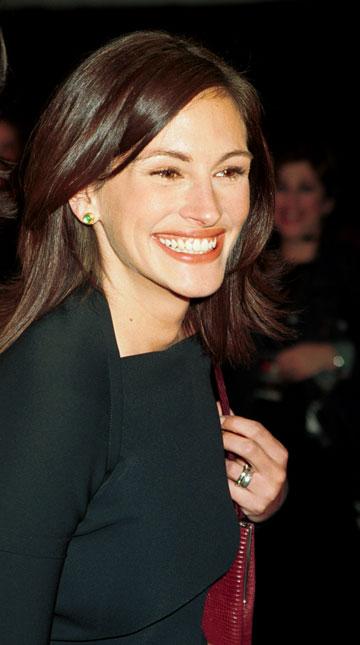 אשה יפה. כל כך יפה. ג'וליה גרמה לעולם להתלהב מהלוק הנקי, הטבעי והנינוח שלה, וכמובן מהחיוך הזה (צילום: gettyimages)