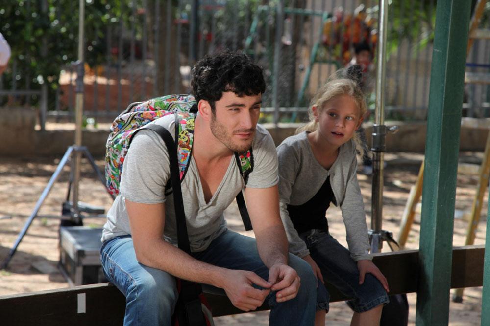"""פראני וניקו מנסים לבנות יחסים. מתוך הסרט """"עשרה אחוז ילדה שלי"""" (צילום: יעל לב רם)"""
