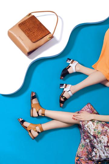 דניאלה להבי. עד 40 אחוז הנחה על קולקציית התיקים ומ-30 אחוז הנחה על הנעליים (צילום: אסף עיני)