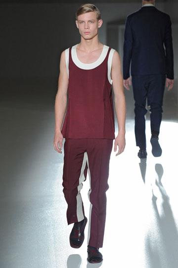 בגדים ספורטיביים, שביל בצד. תצוגת האופנה של פראדה (צילום: gettyimages)