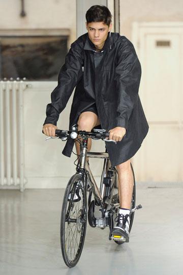 איסי מיאקה. אופניים על המסלול (צילום: gettyimages)