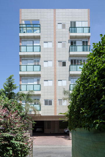 הבניין ברמת גן. פחות מ-5,000 שקלים לחודש (צילום: טל ניסים)