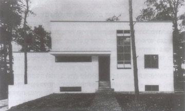 בית המנהל בדסאו, בתכנונו של גרופיוס. 1926