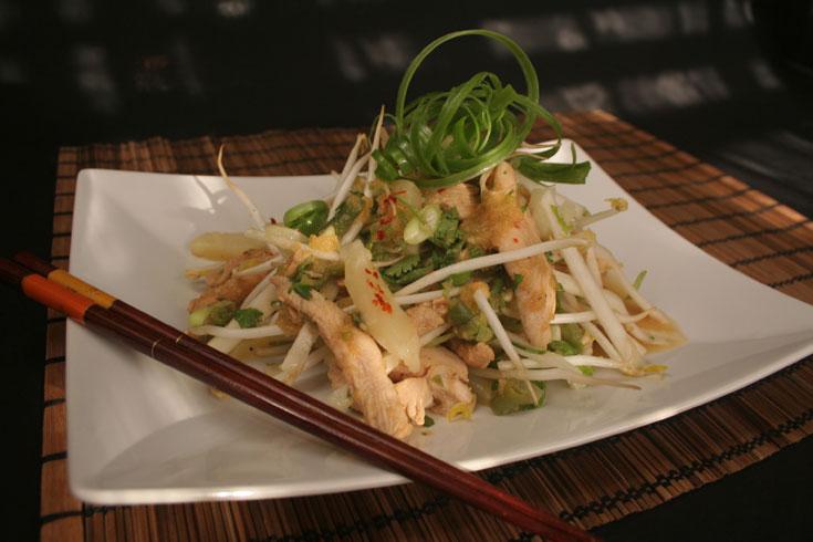 סלט עוף עם אננס ושעועית סינית (צילום: ילנה ויינברג)