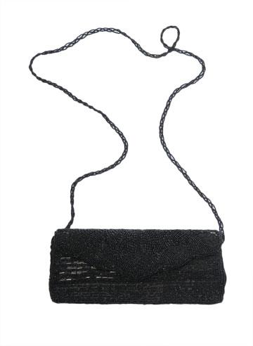תיק קלאץ' שחור מעוטר חרוזים. ''קיבלתי אותו במתנה מאמא שלי'' (צילום: דלית שחם )