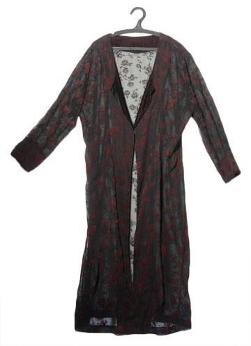 עליונית ארוכה מקטיפה של טאגורי. ''הבגד הזה הוא ציון דרך אצלי בבחירה בחיים'' (צילום: דלית שחם )