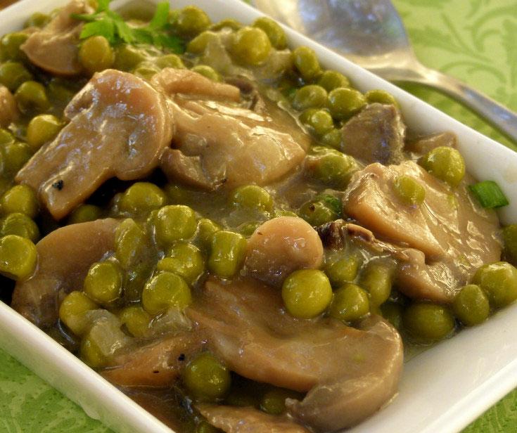 תבשיל אפונה ופטריות (צילום: מרילין איילון)