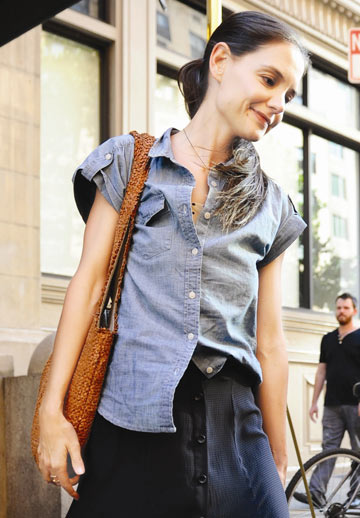 קייטי 2012, בגדים רחבים וקוקו חסר חיים אינם מנת חלקה של אשה מאושרת  (צילום: gettyimages)
