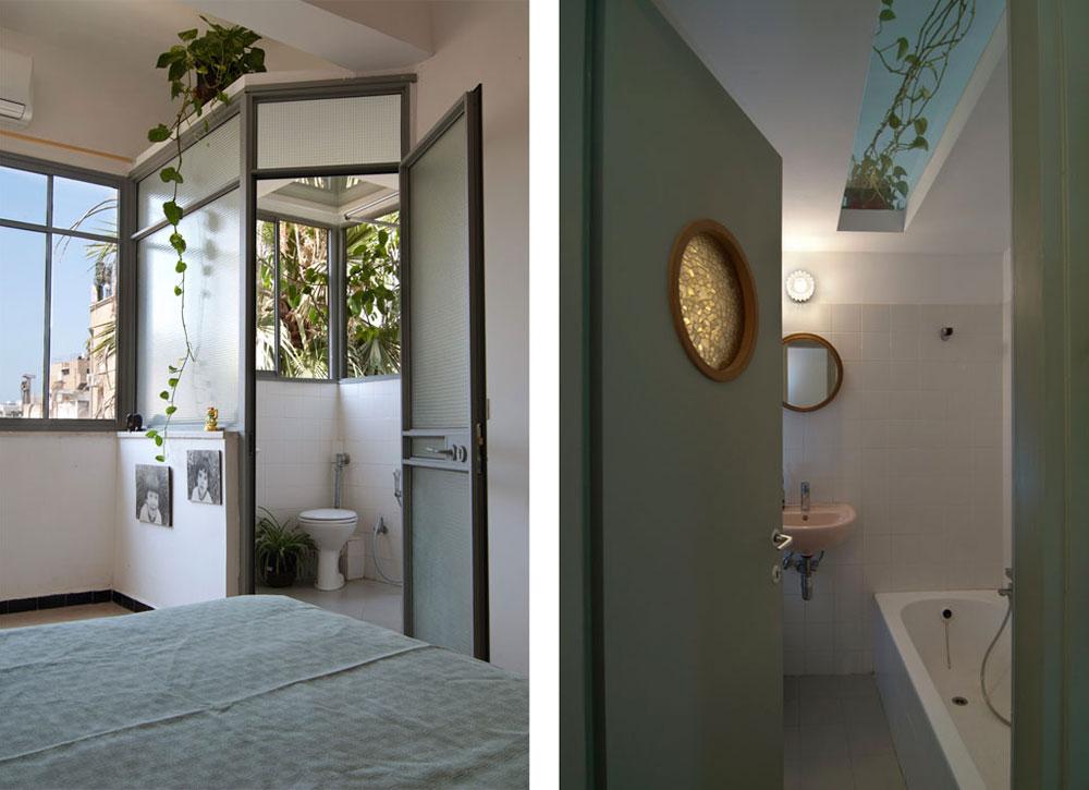 משמאל: מרפסת פתוחה הפכה לחדר הרחצה הצמוד לחדר השינה הגדול. מימין: חדר הרחצה במרכז הדירה, שמקבל אור באמצעות ''סקיי-לייט'' (צילום: שי בן אפריים)