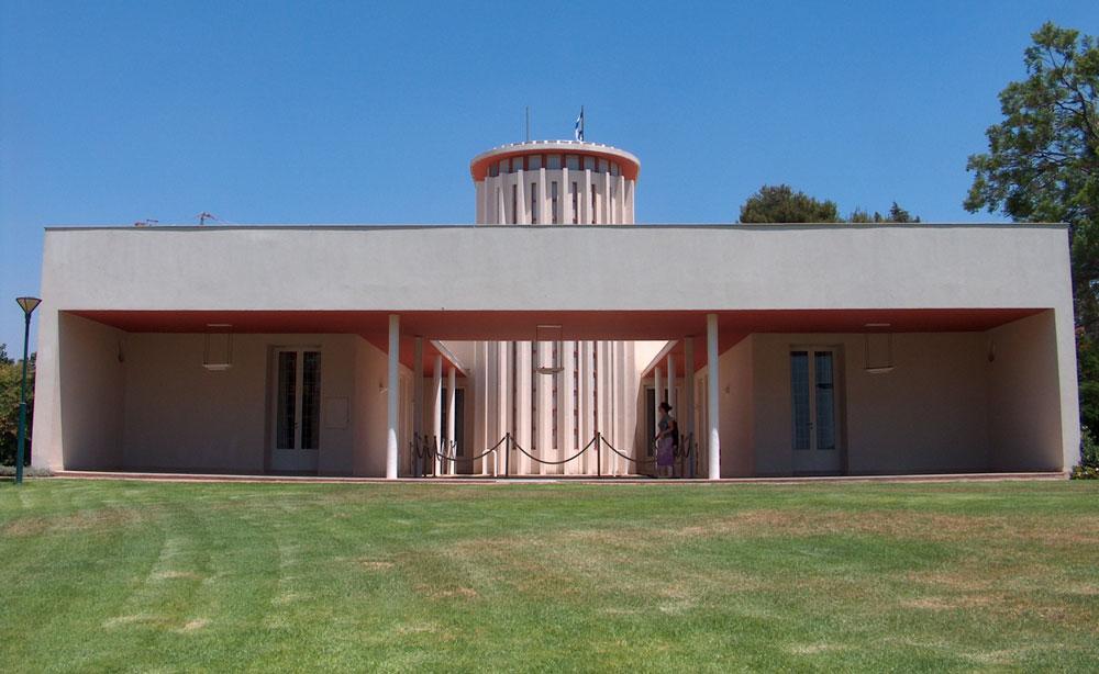 האדריכל היהודי הנודע אריך מנדלסון, שנמלט מהנאצים והספיק לבנות בארץ ישראל מבנים כמו בית הנשיא ויצמן ברחובות, היה אחד הבולטים בזרם הבינלאומי (צילום: מיכאל יעקובסון)