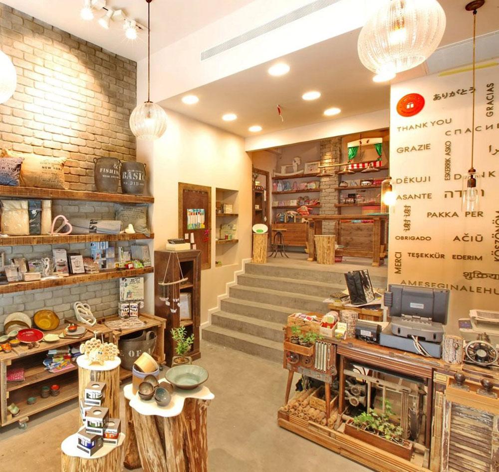 החנות ''כלים שלובים'', בדיזינגוף פינת בזל, תל אביב. המיקום מראה על השאיפה לנפץ את הסטיגמה על פגועי הנפש כאנשי ''שוליים'' (באדיבות לובקה)