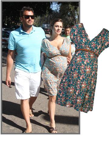 קרן פלס פורחת מכל הסיבות הנכונות בשמלה קיצית של רמי-לי (169.90 שקל) (צילום: ג'קי יעקב, עומר מסינגר)