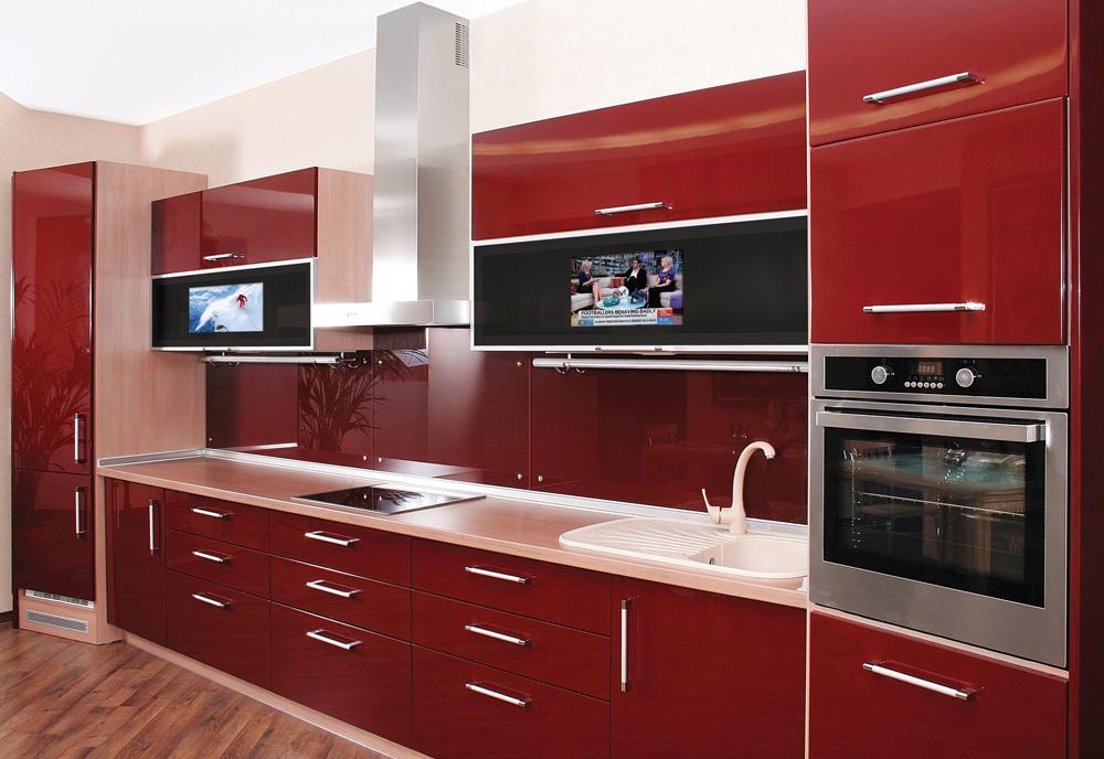 ובדלתות הזכוכית של הארונות של המטבח הזה שולבו מסכי טלוויזיה (HiFrame) (צילום: חברת היי פריים ישראל בע''מ)