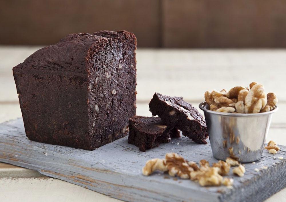 אלהמברה - עוגת שוקולד עם אגוזים (צילום: שירן כרמל, סגנון: שרון טמיר)