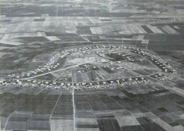 מבט אווירי על כפר יהושע, שנות ה-50 (באדיבות ארכיון כפר יהושוע)