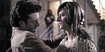 """הכי קשה לסטרייט להתנשק עם גבר אחר. ב""""יותר איטי מלב""""  (צילום: שי פלג)"""
