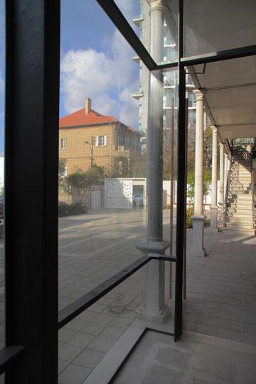והחיבור של אמנות ורוח יהודית כבר מורגש כאן, עוד טרם הפתיחה, בתחום התיאטרון (צילום: אמית הרמן)
