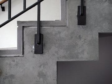 פרט מגרם המדרגות. דרישות השימור הכפילו ההוצאה (צילום: אמית הרמן)