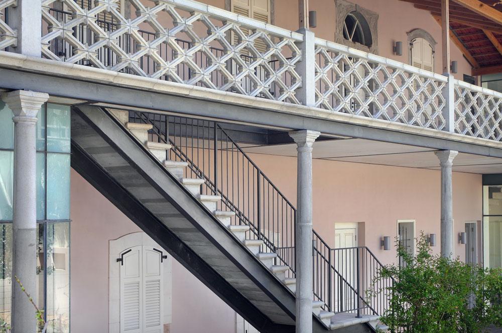 ב-1886 רכשה את המבנה משפחת לורנץ הטמפלרית, שהרחיבה אותו והתגוררה בו, ולימים פתחה את מתחם ''קפה לורנץ'' הפופולרי (צילום: אמית הרמן)