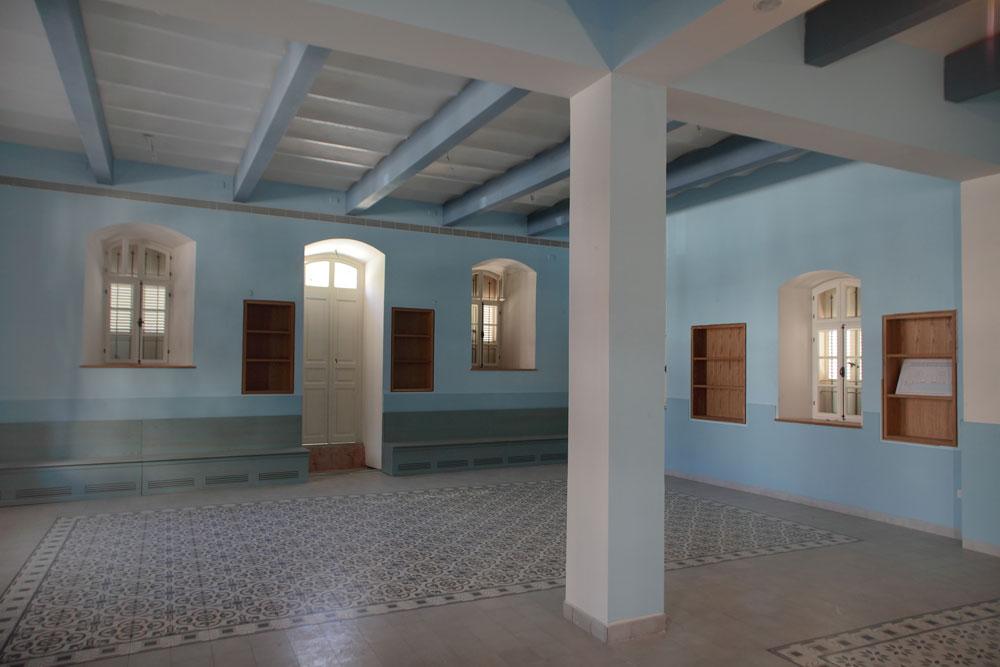 האדריכלים (קימל-אשכולות) נדרשו לשלב מערכות מודרניות תוך פגיעה מינימלית במבנה המקורי. חלק ממערכות המיזוג הוסתרו ברצפה זו, שמרצפותיה שומרו בהקפדה יתרה (צילום: אמית הרמן)