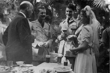 ימי לורנץ העליזים: סוף שנות ה-30 בקפה (באדיבות מכון שכטר)