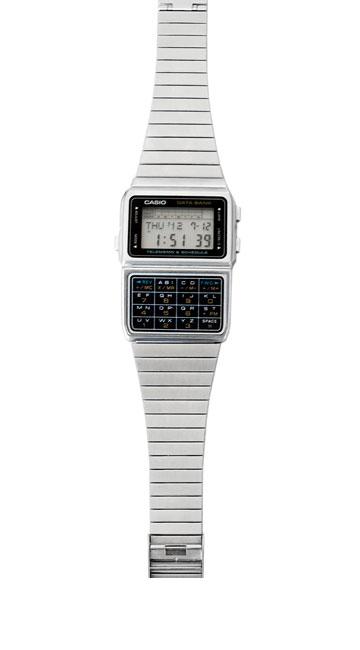 שעון-מחשבון כסוף, קסיו. ''השעון הזה מזכיר לי את אבא שלי'' (צילום: ענבל מרמרי)