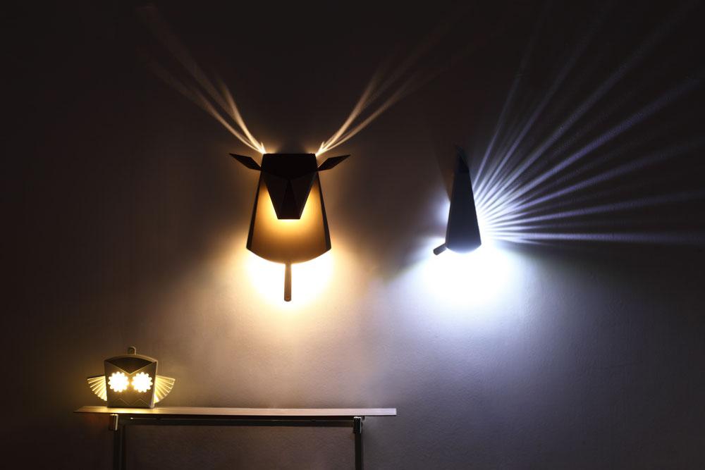 אחת העבודות המוצלחות בתערוכה: מנורות-הלילה לילדים שעיצבה חן ביקובסקי. בהזזת לשונית, נדלק האור ומפיח חיים בדמות (צילום: רונן טופלברג)