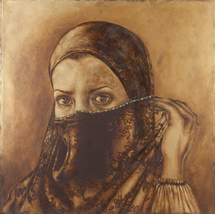 """מתוך התערוכה """"בין כאב ליופי"""" של פטמה אבו רומי. תמונת ראי לכל הנשים באשר הן, ערביות ויהודיות, מוסלמיות וחילוניות, החיות יום יום תחת דיכוי פטריארכלי ופוליטי  (צילום: אבשלום אביטל, באדיבות המוזיאון לאומנות מוזיאון האיסלאם)"""