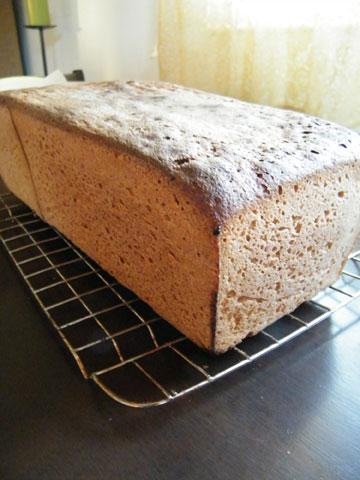 לחם מקמח שיפון וכוסמין (צילום: שירי מזור )