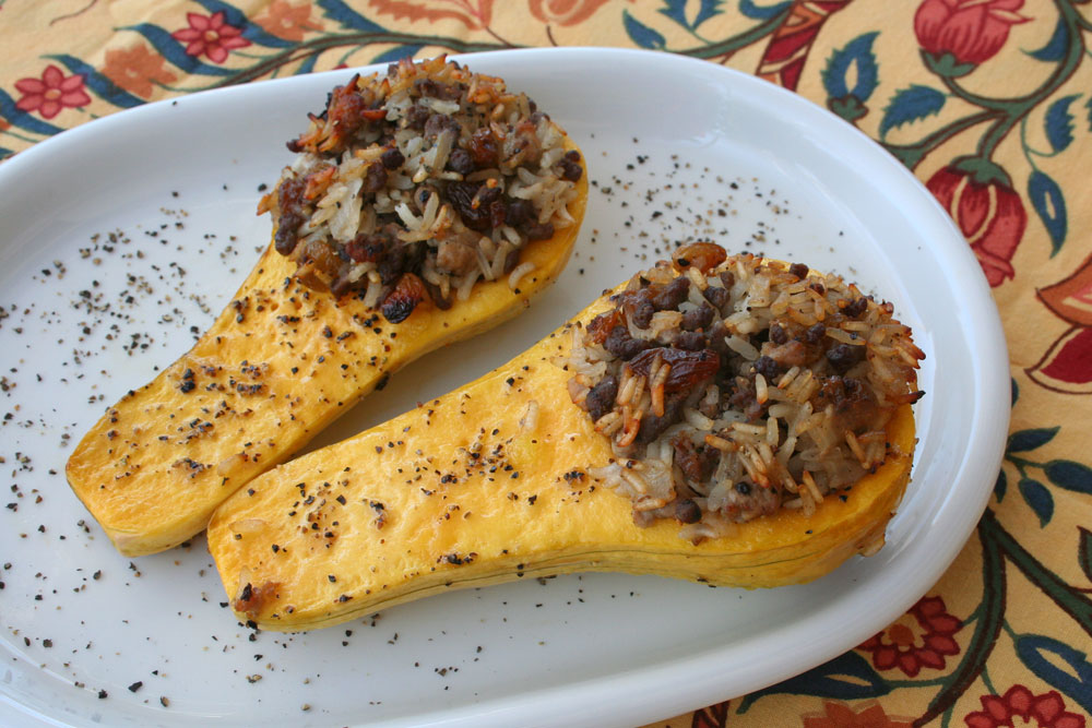 דלורית ממולאת בבשר ובאורז. טעם מתוק ואגוזי, שנע בין בטטה לדלעת (צילום: אסנת לסטר)