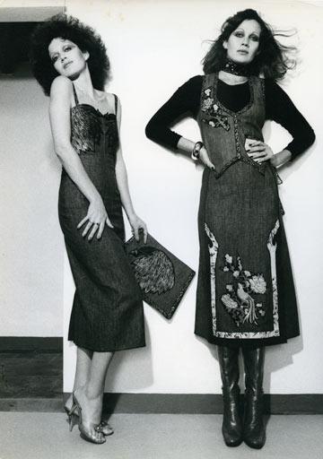 מימין: חוה לוי, שהיתה בת זוגו של קוואלי, ותמרה יובל ג'ונס בשנות ה-70 (צילום: פיטר הרצוג)
