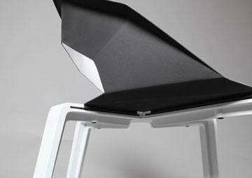 הכיסא של כרמי. חוזק ואסתטיקה שלובים יחד (צילום: תמי דהן)