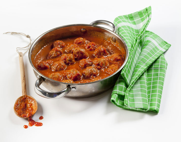 קציצות ברוטב עגבניות. הילדים יאהבו את הטעם המתקתק (צילום: יוסי סליס, סגנון: נטשה חיימוביץ')