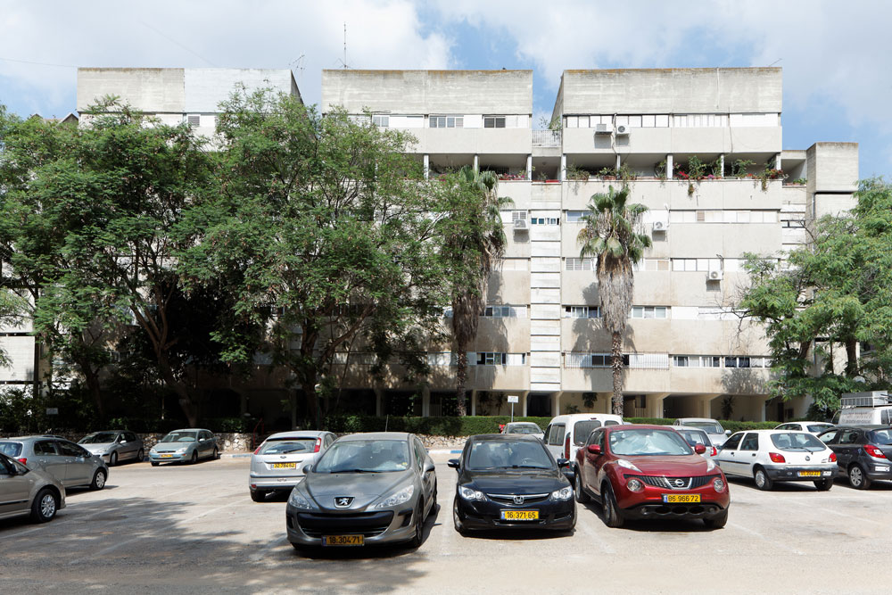 הבניינים מחולקים לחטיבה עליונה ותחתונה, באמצעות המסדרון בקומה החמישית (שמעליו נמצאות ''הווילות על הגג'' - דירות דופלקס) (צילום: טל נסים)