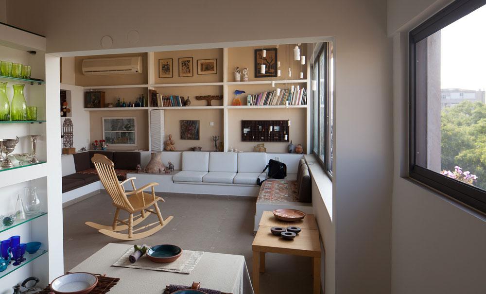 הדירה של שאולה הייטנר, תושבת ותיקה ויו''ר ועד של אחד הבניינים (המתנגדת לשינוי באמצעות תמ''א 38). נכסים שקשה למצוא היום (צילום: טל נסים)