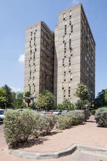 החזות הייחודית של המגדלים נשמרת גם היום (צילום: טל נסים)