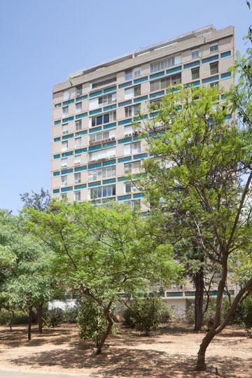 מגדל יוקרה בן 50. הראשון בישראל עם מערכת מיזוג מרכזית בכל דירה (צילום: טל נסים)