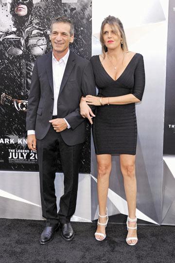 """היא החליטה שבאים ללוס אנג'לס. עם אשתו שיר בפרמיירת """"באטמן"""" (צילום: gettyimages)"""